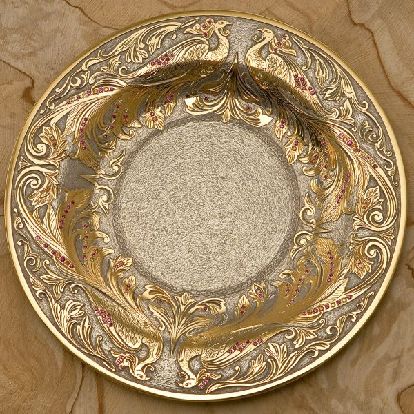 A dish capable of decorating the house of any hostess - luxury dishes in the UAE