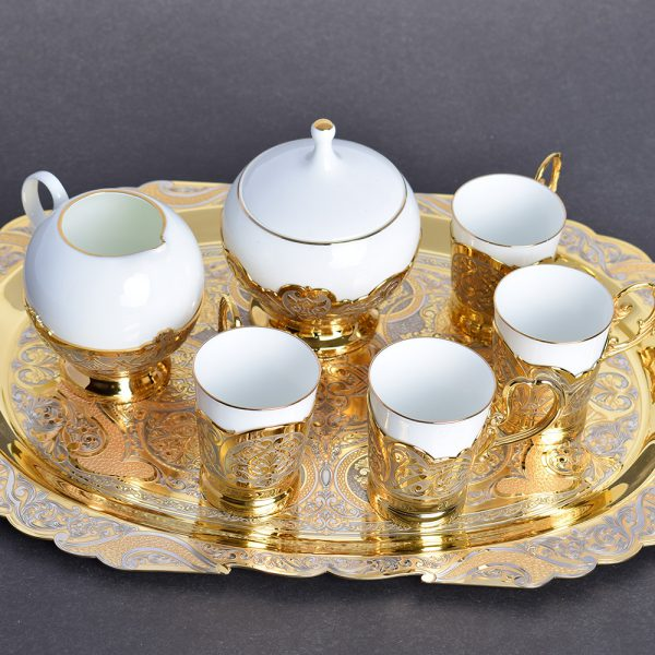 Large coffee set made of gold and porcelain in the UAE