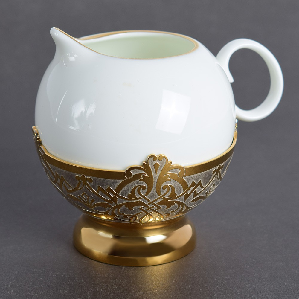 Porcelain milk jug in the UAE