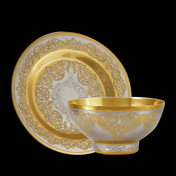 Gold bowl in oriental style