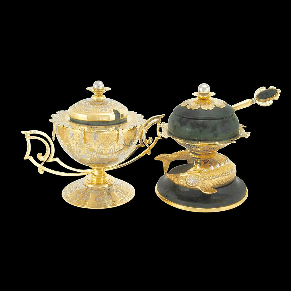 Gift ware - a pair of handmade dishes made of gold and jade