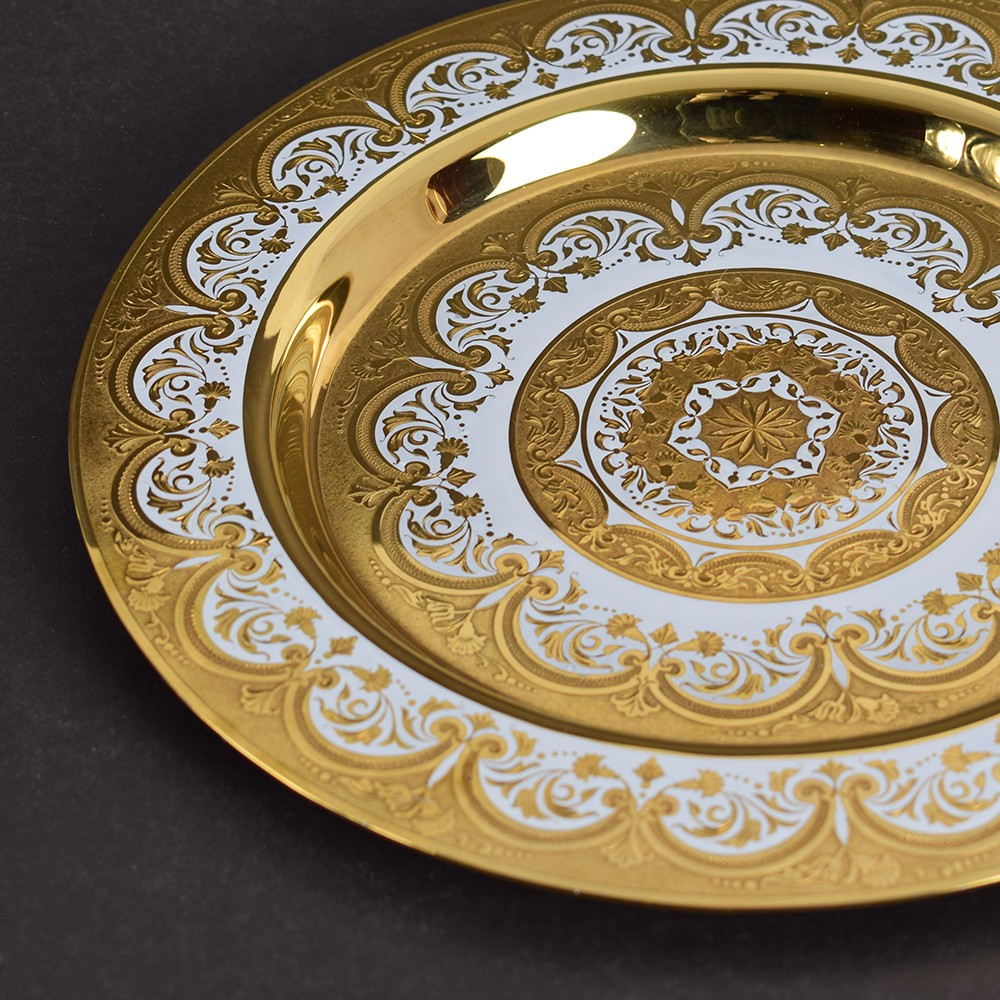 Gold dish for a luxury home