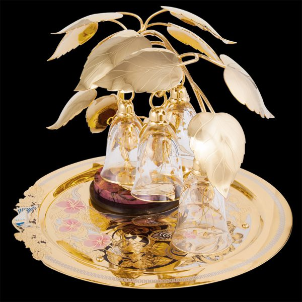 Gift set of dishes made of gold