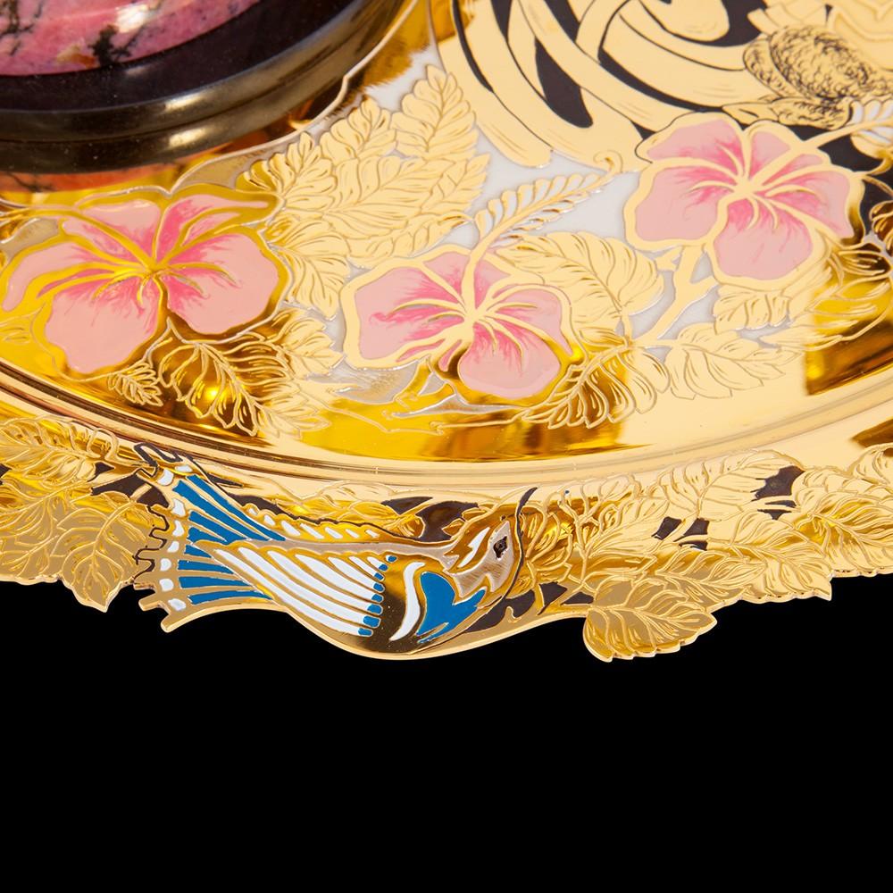 Luxurious tableware