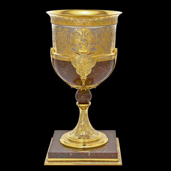 Exclusive goblets made of stone and gold with delivery to Dubai