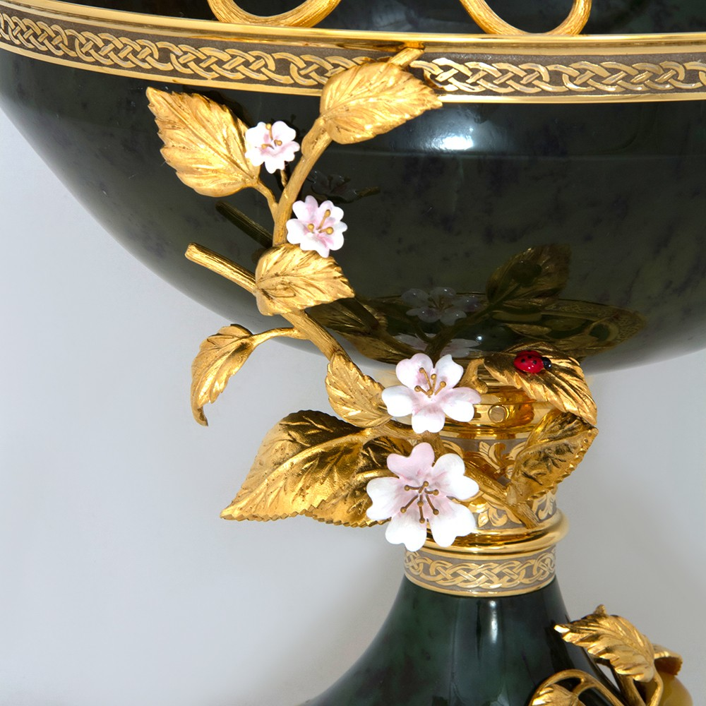 Vase subject of decorative arts of Russia