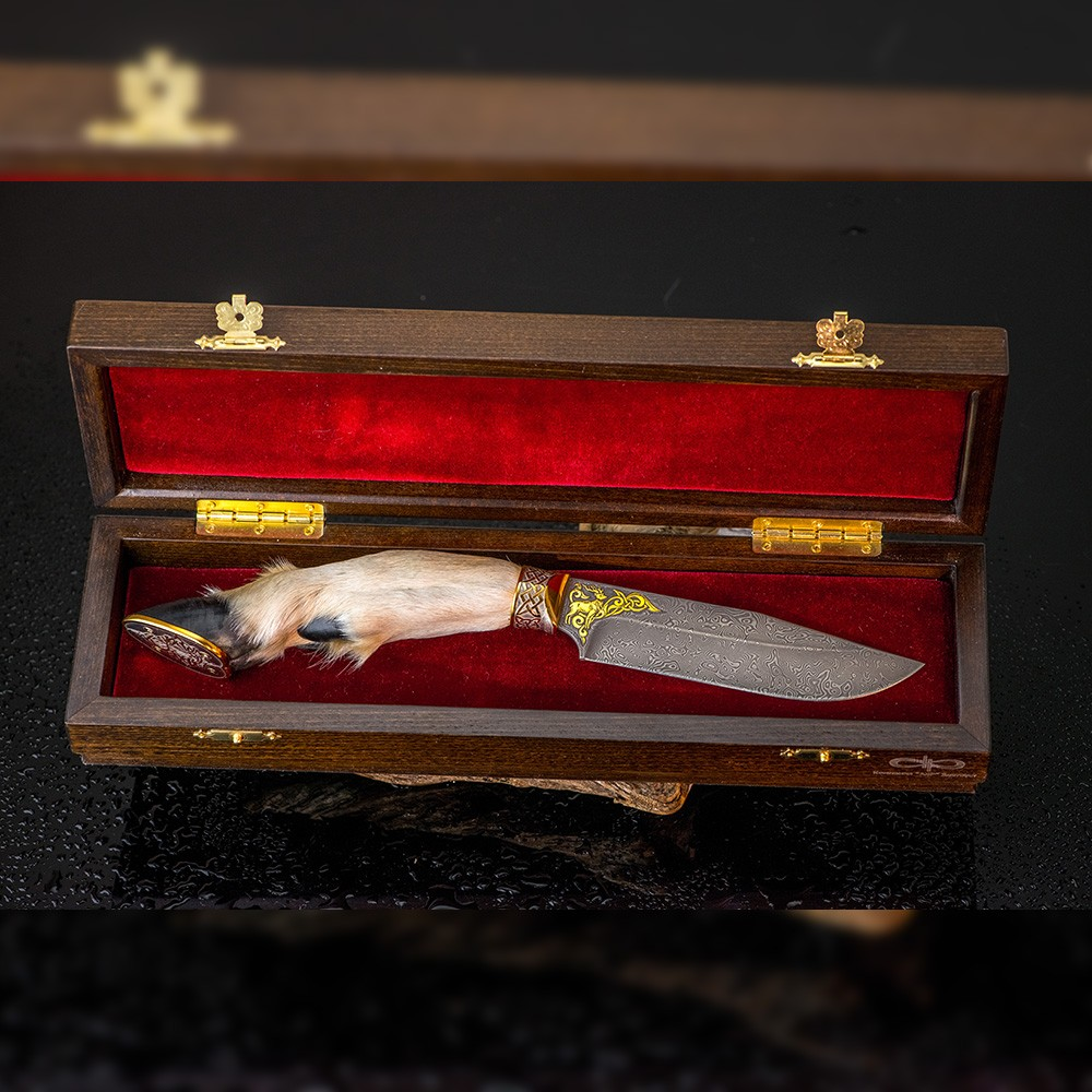 Exotic knife in a luxurious box