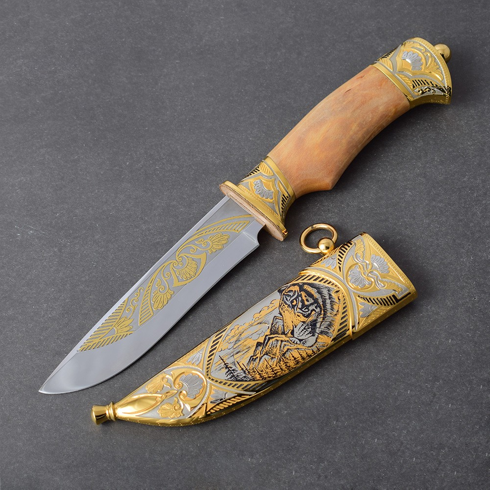 Detailed work on the knife sheath - Tiger
