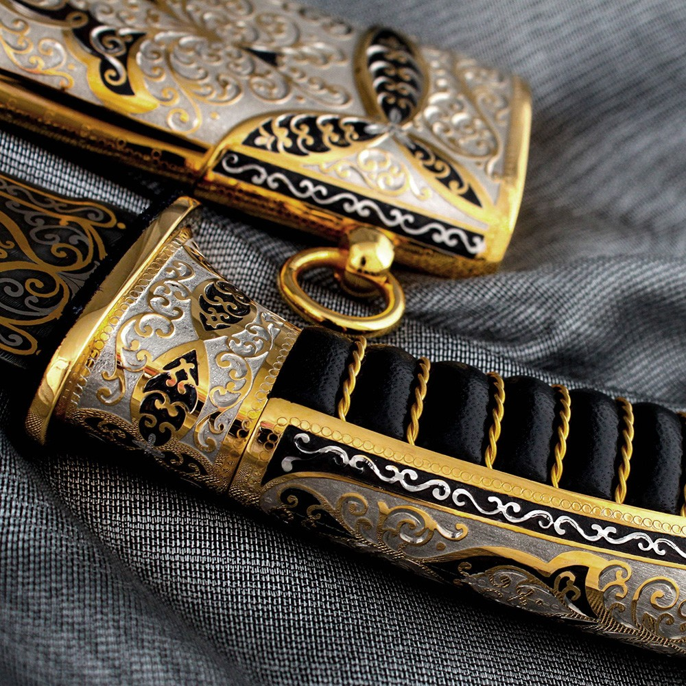 Gold leather knife handle covered in gold wire