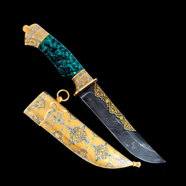 Arabian knife with a green hilt of space beauty and gold scabbard with green crystals