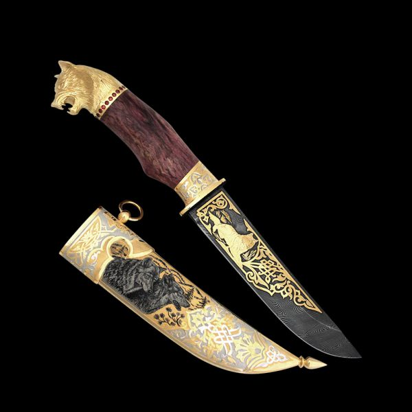 Luxurious wolf knife. This wild and beast adorns all elements of the knife from the scabbard to the head of the wolf on the handle