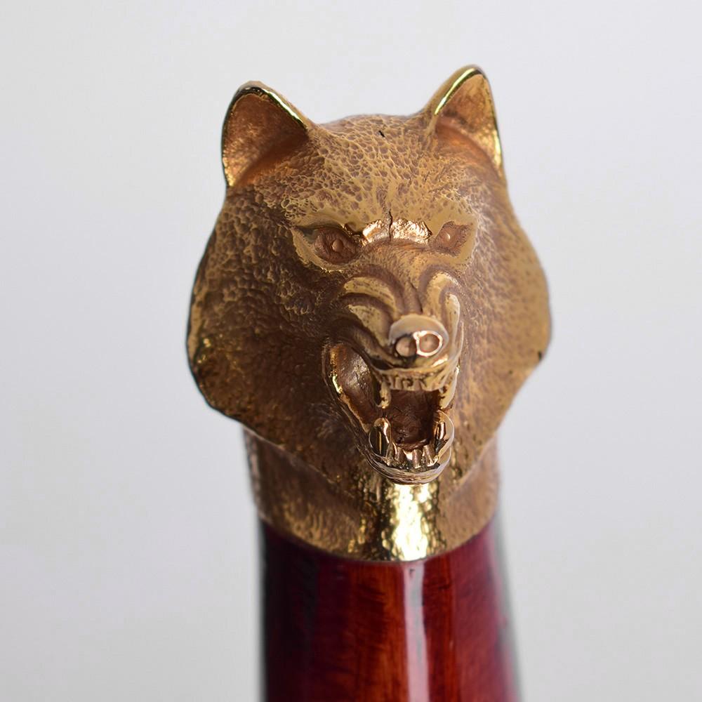 Wolf head in knife handle