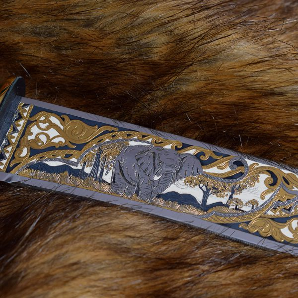 A complex pattern on the blade. Handwork of Zlatoust masters.