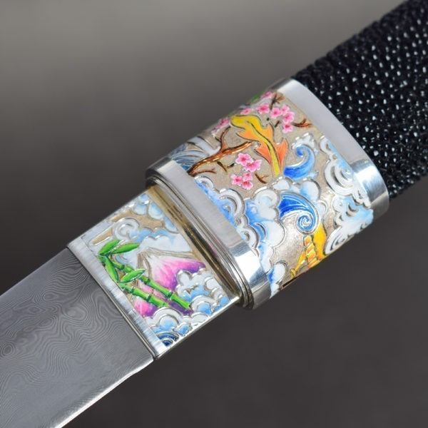 Artistic enameling of the knife surface in the Japanese style