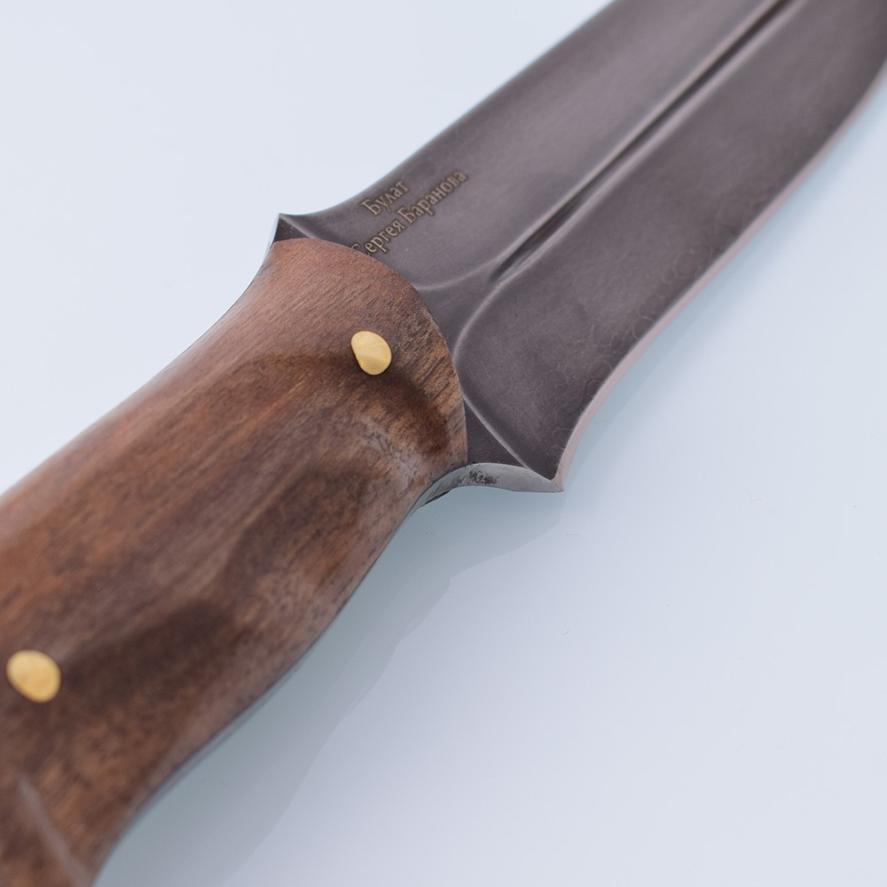 The knife hilt is made of walnut root. Walnut root wood belongs to valuable species and is used for the manufacture of critical parts (stocks for small arms and knives) and expensive interior accessories.