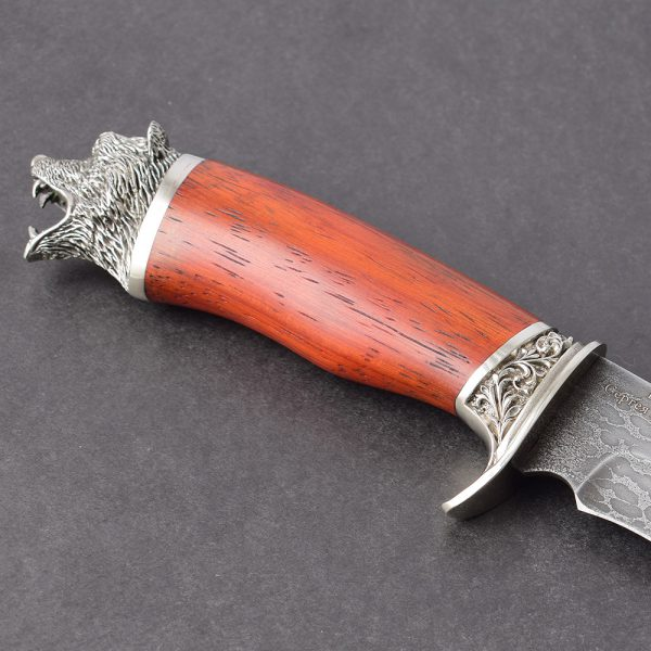 Knife with a handle made of wood Paduc