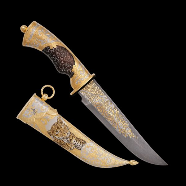 A knife with the charisma of a wild leopard (panther). It decorates all-metal scabbard.