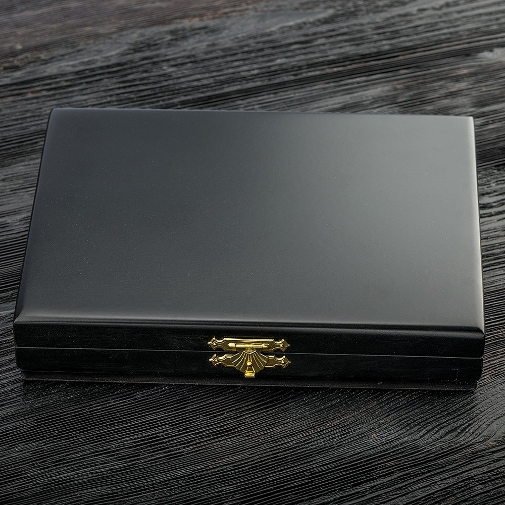 Luxury box for a collection of knives