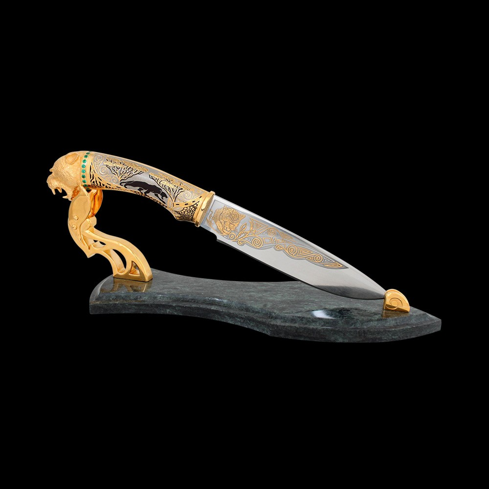 Impeccable handwork - Knife with charismatic black panther. The handle of the knife is decorated with carvings, gilded and green stones.