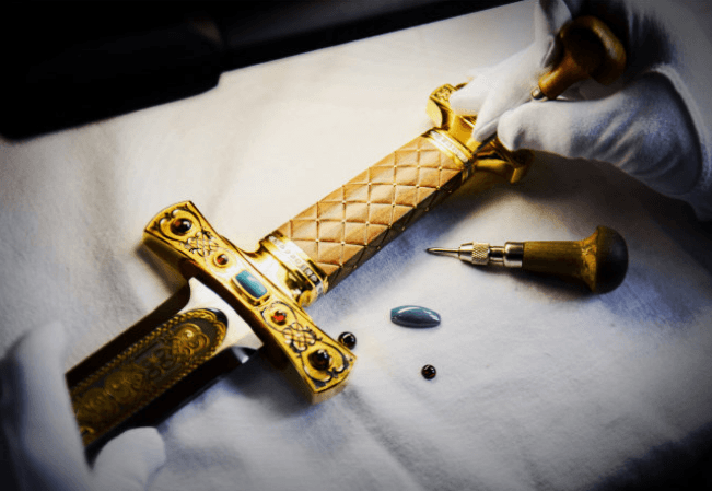 Inlaid jewelry stones in gift weapons