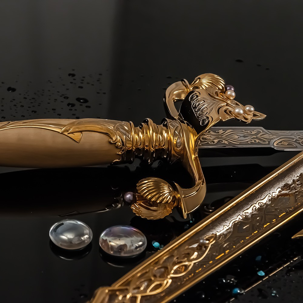Qatar dagger handmade of gold and pearls for Sheikh Moza bandage Nasser al-Misned