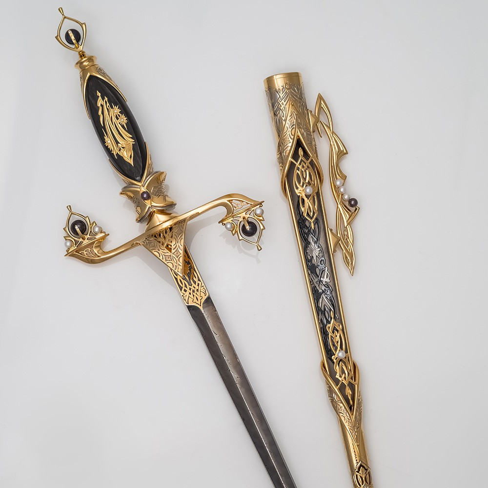Qatar dirk made of gold, pearls and damask steel. Luxurious gift to the head of the family