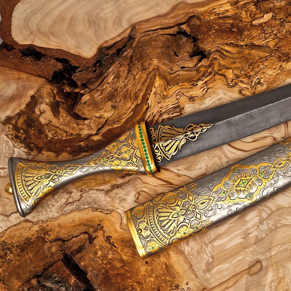 Luxurious handmade oriental dagger.