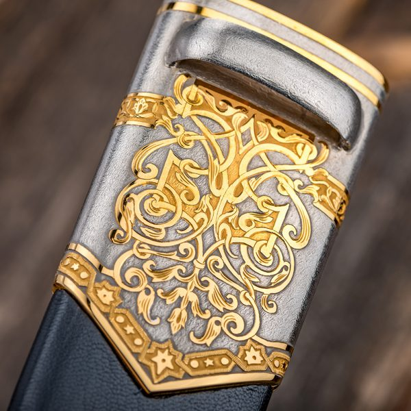 The sheath is equipped with an eyelet for attaching to the belt.