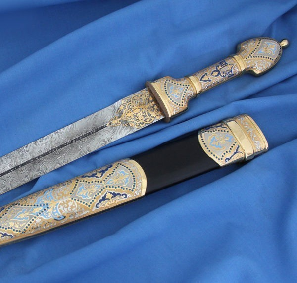 Dagger decorated in blue. The surface of the scabbard and the handle are covered with blue and blue enamel, which is combined with inlaid of blue stones.