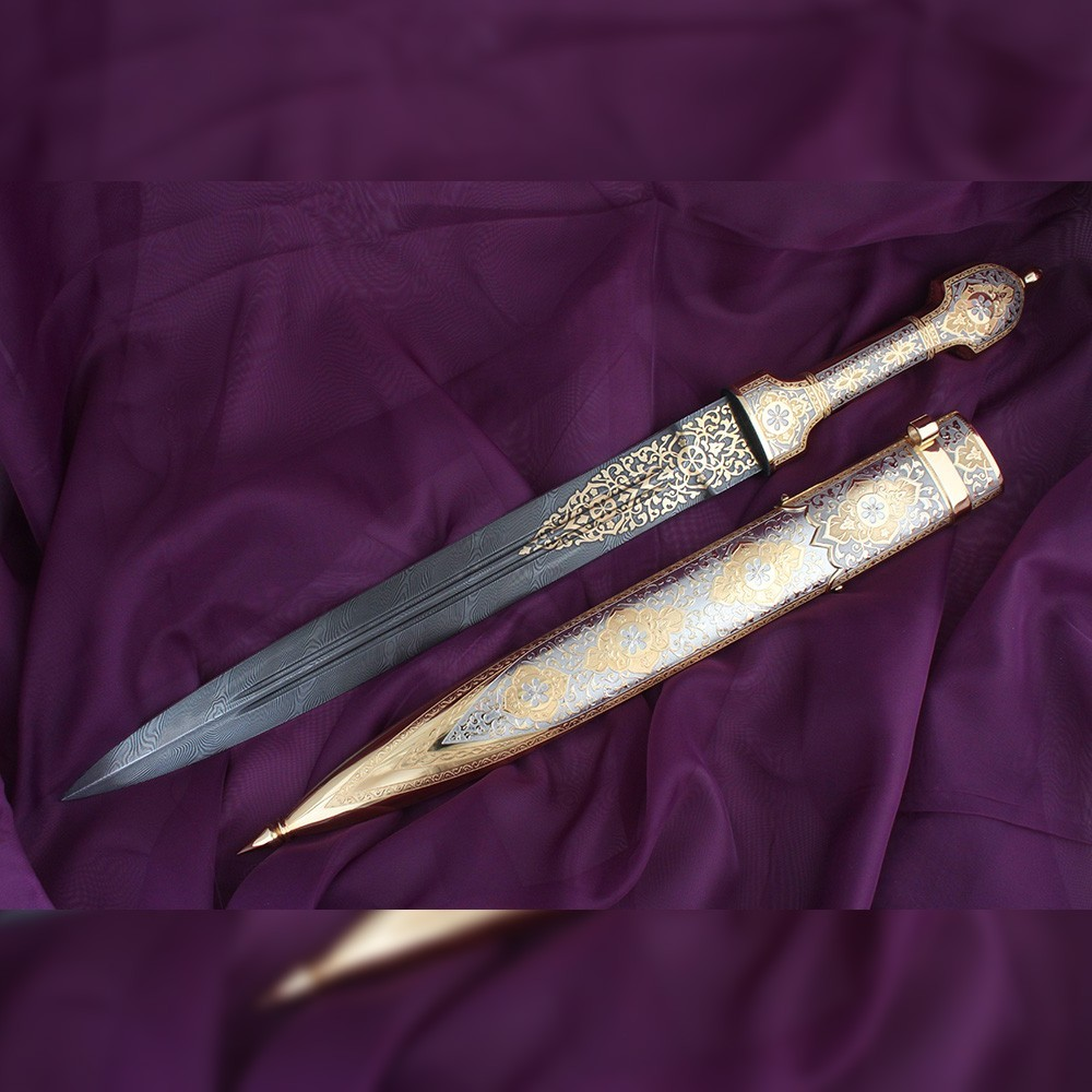 The new work of the Zlatoust gunsmiths. Golden dagger with damask blade