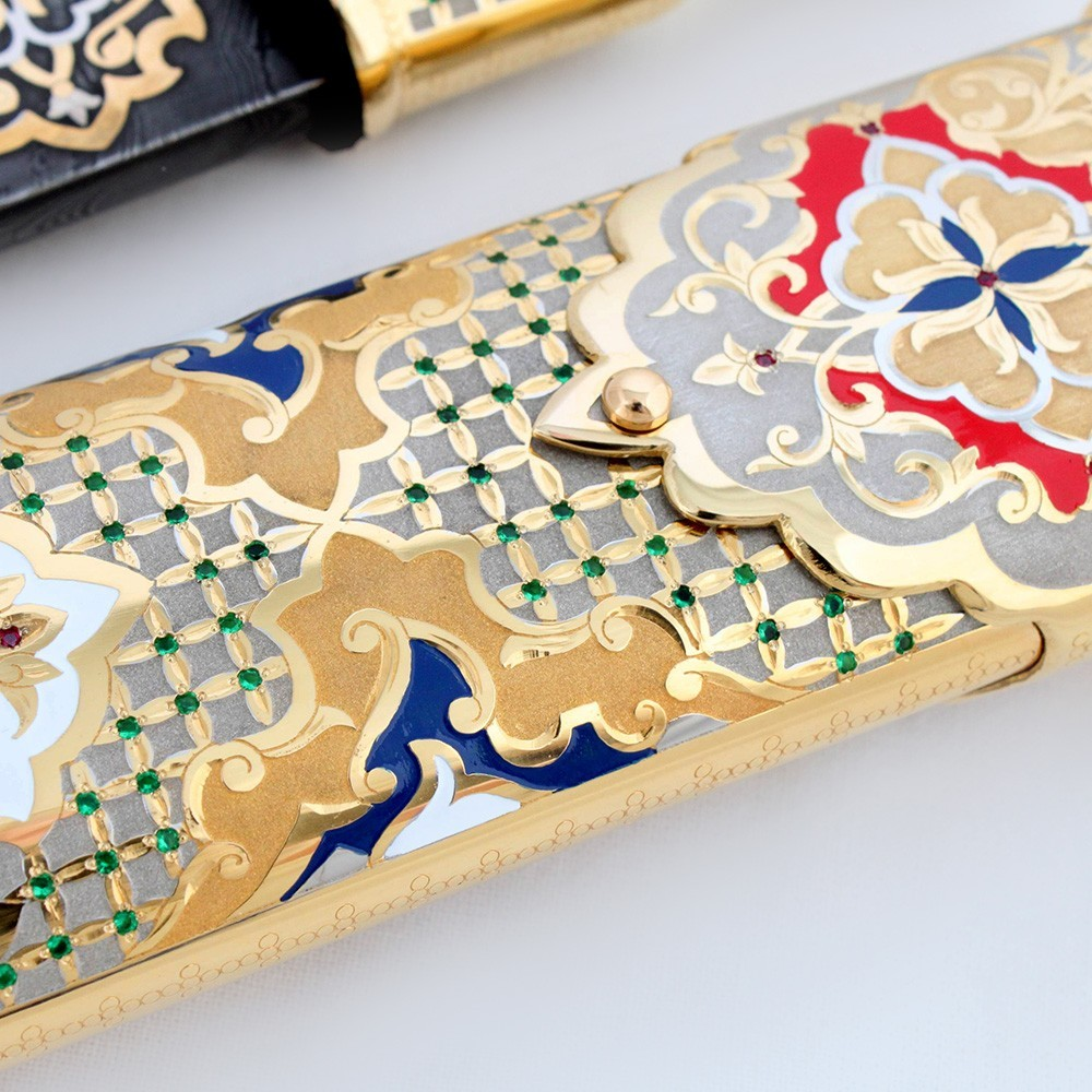 Inlay of stones in a scabbard