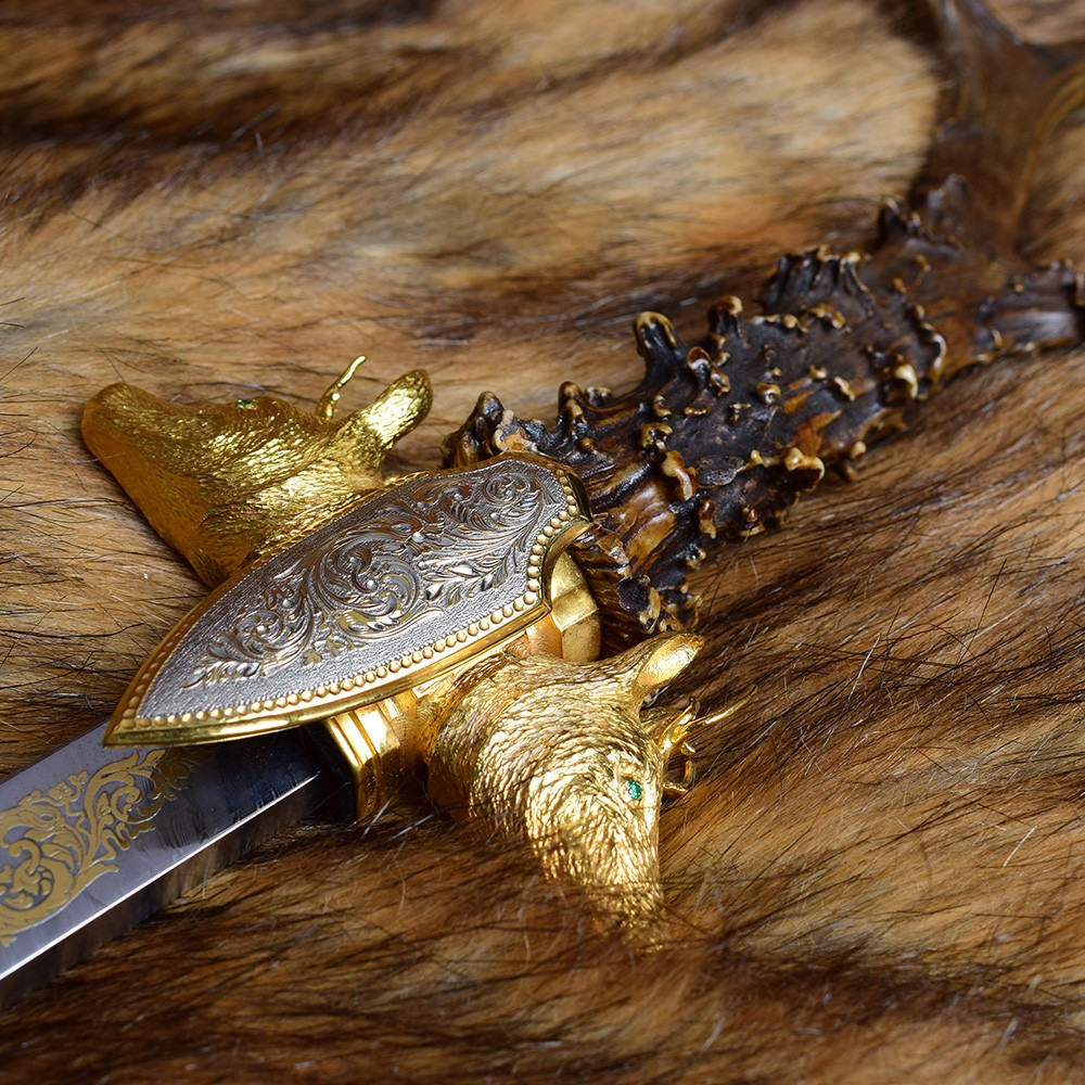 Jewelry work of the gunsmiths of Zlatoust. Dagger with a horn on the skin.