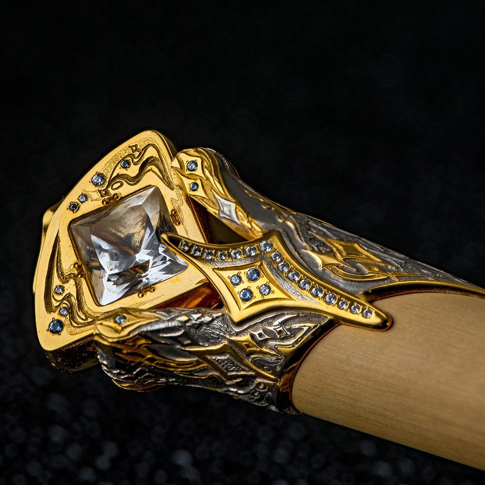 Rhinestone inlaid with a luxurious dagger hilt