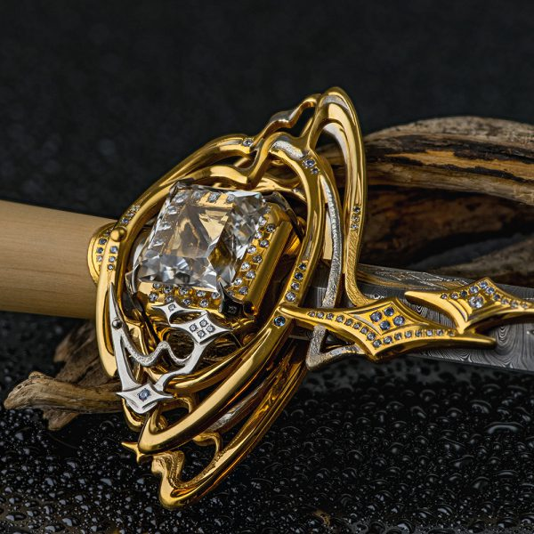 Dagger decorated with a scattering of precious stones.