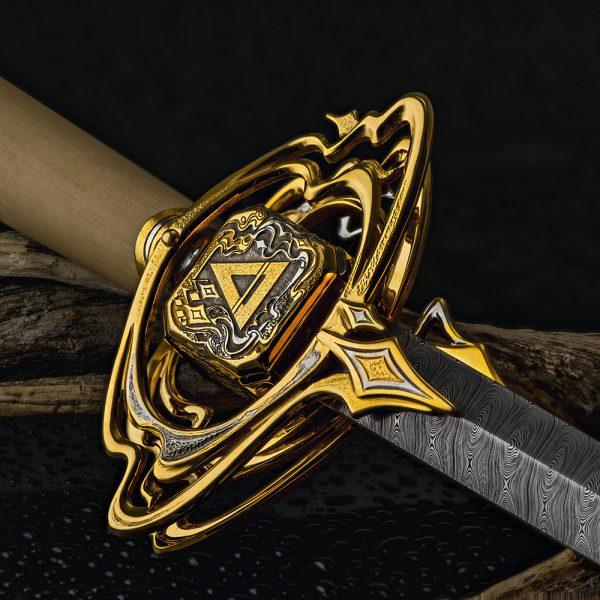 Golden pyramid on the hilt of a dagger