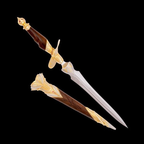 Exquisite Dagger - Queen of Spades. Pegasus Leaders - Gifts for Leaders since 1815
