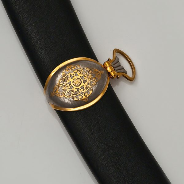 The sheath of the arabic sword is Shamshir. The black sheath fitted with black leather is decorated with a gold insert for attaching the ring