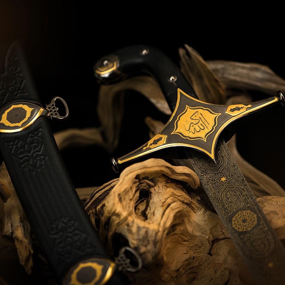 السيف العربي ذو الفقار. العمل اليدوي الحصري من تاجر السلاح الروسي. السيف مطلي بالذهب والروديوم