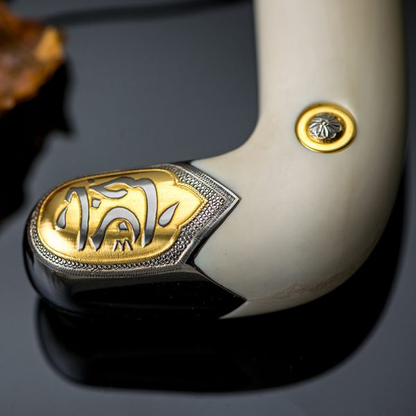 The hilt is decorated in the form of false cheeks made of bone in light shades.