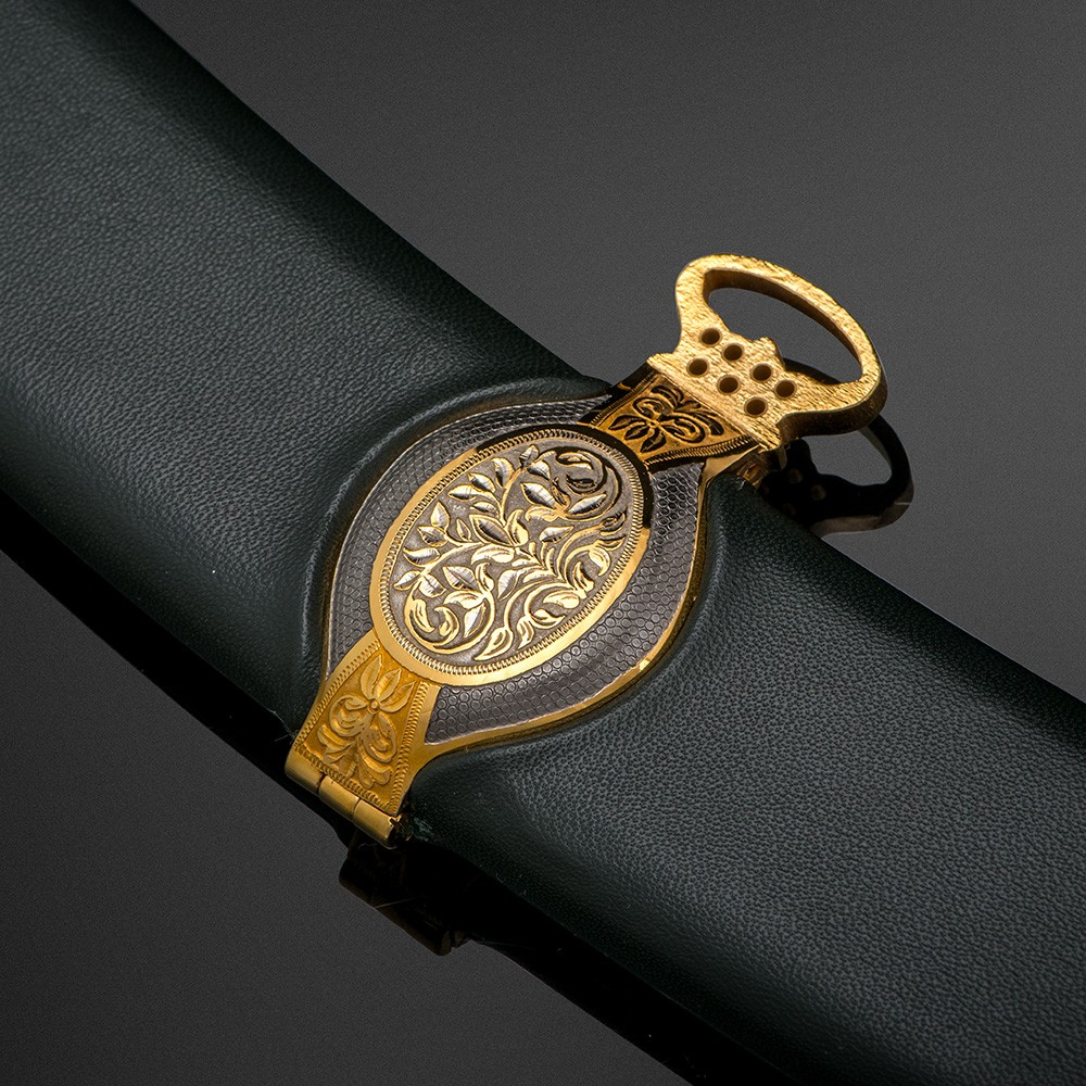 Leather sheath of the Arabian sword with a luxurious belt ring.