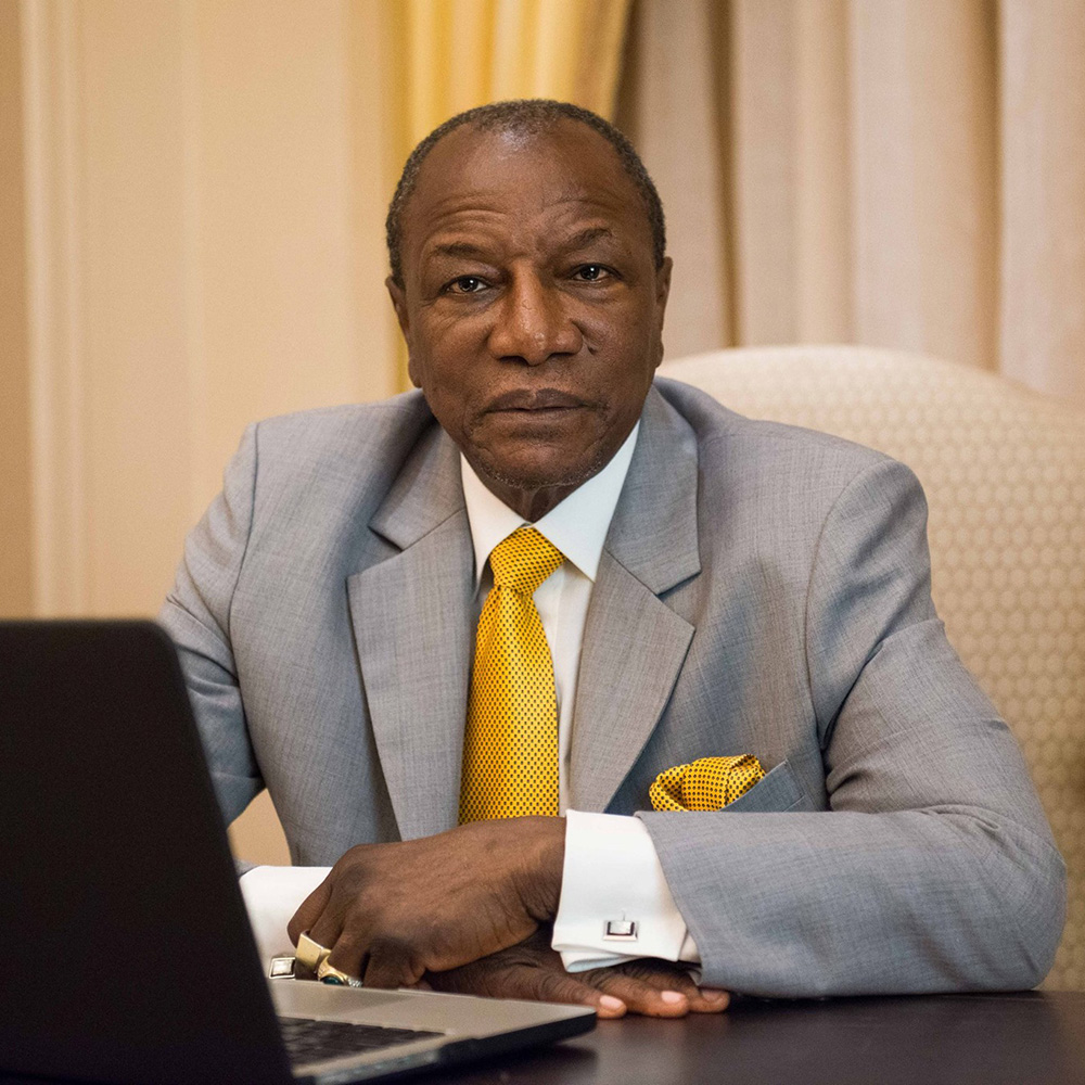 Guinean President received a handmade saber from the Zlatoust craftsmen as a gift