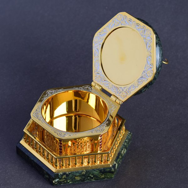The casket is an original handmade example in the traditional style of Zlatoust engraving.