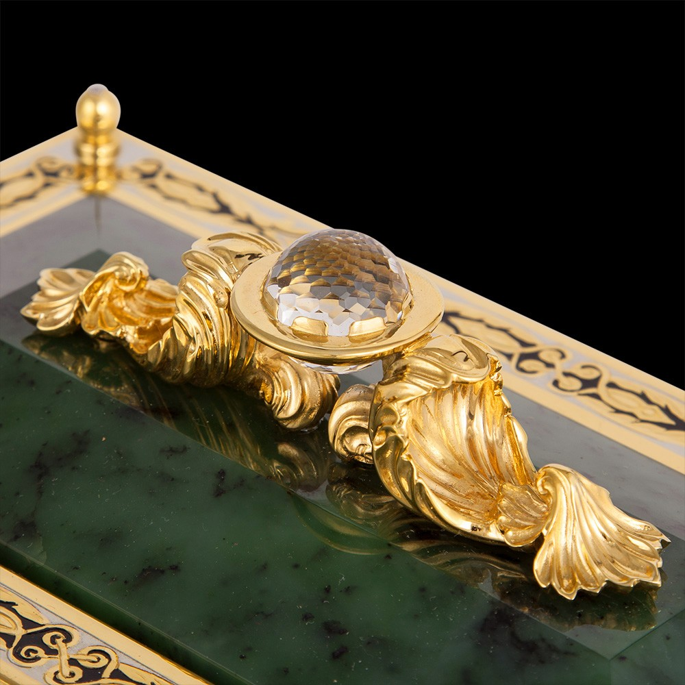 The hinged lid of the casket is decorated with a molded handle and a ball of rock crystal. Rock crystal has been known to mankind since ancient times.