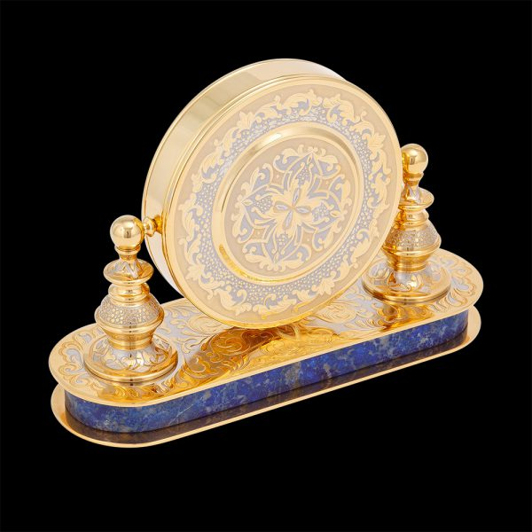 Round office clock in gold on the basis of natural lapis lazuli