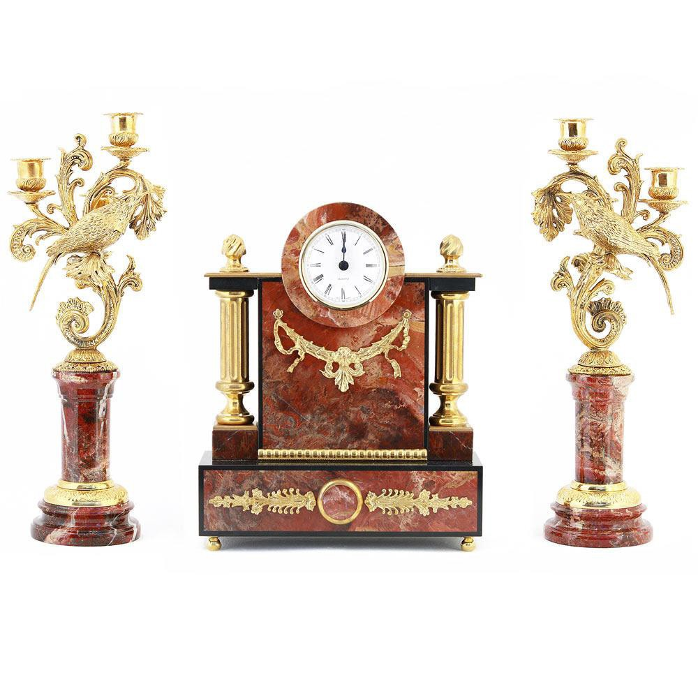 Time and flame in the interior space are combined thanks to the design element of the decor — a clock with candleholders. Clock case details are decorated using metal engraving techniques. Natural jasper stone is used for decoration.