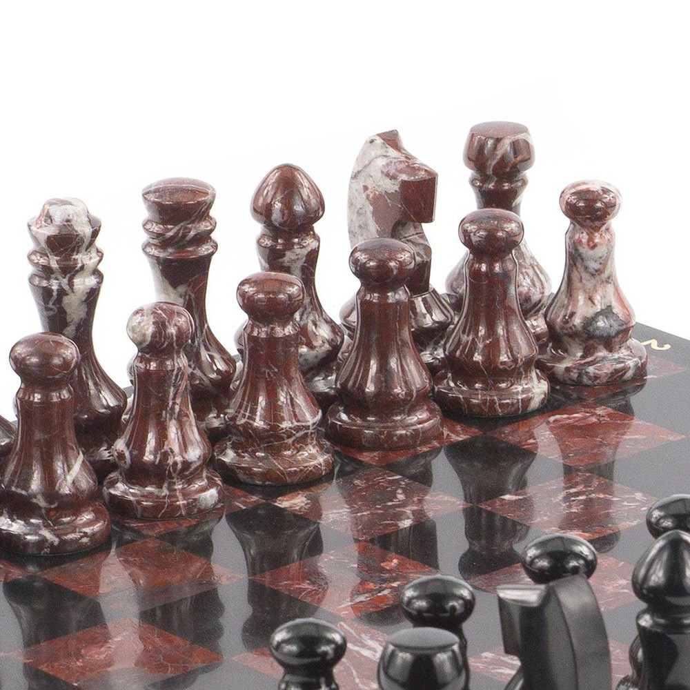 Chess has long been a game emphasizing the owner's status. From ancient times, it was the prerogative of sheikhs and persons of the king's blood. So in ancient Rome, Egypt, China, France and Russia, this game was taught from childhood, as it perfectly developed the mind, logical thinking and memory.