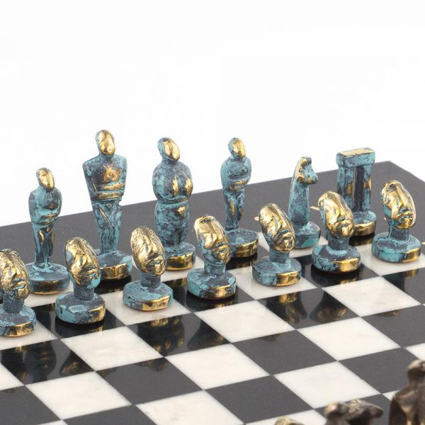 The stone chess of the masters of Zlatoust is a vivid example of handmade and inspired collective creativity. Artists and engravers worthily keep and develop the Zlatoust traditions of metal and stone decoration. When creating each item, they combine talent, creativity and a high level of performance.