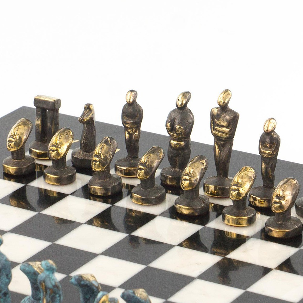 Chess lovers will not remain indifferent to this set. Skillfully made of natural white marble and a black serpentine marble, they impress with grace and neat design.