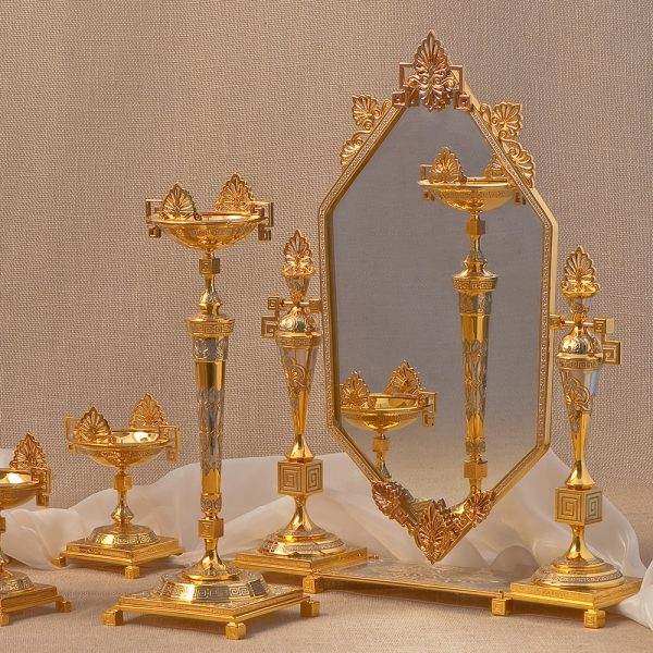 Ladies ' table set to decorate the interior of the dressing table. Table mirror with candelabra