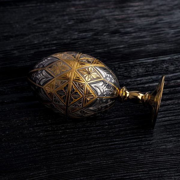 Luxurious jewelry egg.